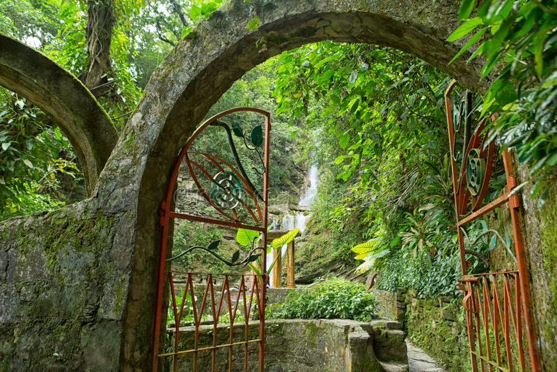 Πύλη σε Las Pozas γνωστό επίσης ως κήποι του Edward James στο Μεξικό στοκ φωτογραφία με δικαίωμα ελεύθερης χρήσης