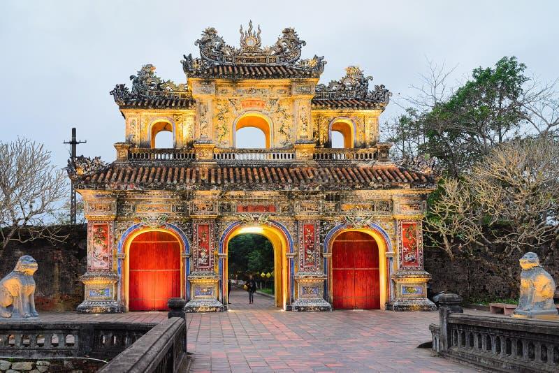 Πύλη στο χρώμα Βιετνάμ Kinh πόλεων Emperial thanh στοκ φωτογραφία με δικαίωμα ελεύθερης χρήσης