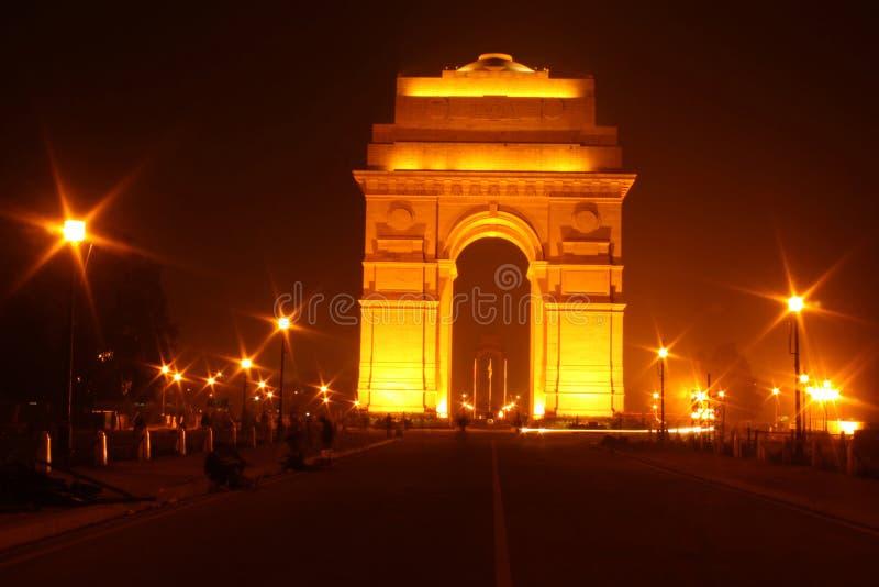 Πύλη της Ινδίας μπροστινής όψης, Νέο Δελχί τη νύχτα στοκ εικόνα