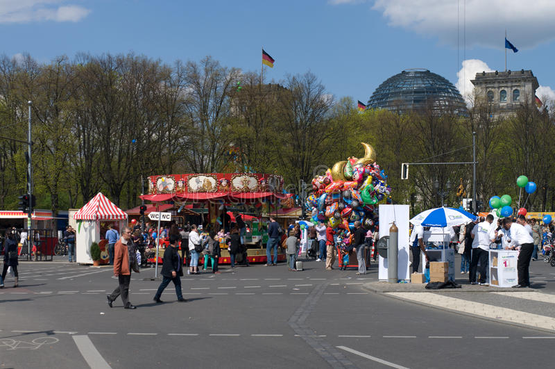 πύλη του Βραδεμβούργου κοντά στις παιδικές χαρές στοκ φωτογραφίες με δικαίωμα ελεύθερης χρήσης
