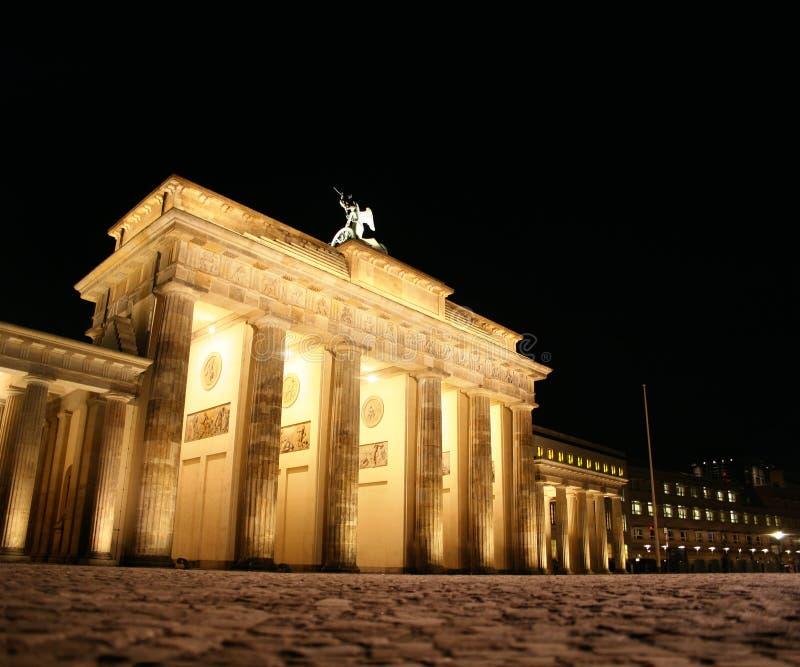 Πύλη του Βραδεμβούργου τη νύχτα στοκ εικόνες