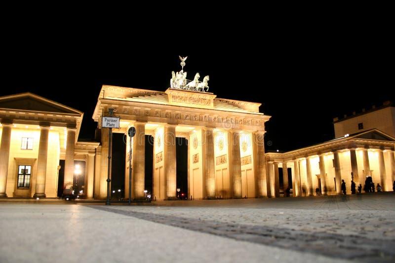 Πύλη του Βραδεμβούργου τη νύχτα στοκ εικόνα με δικαίωμα ελεύθερης χρήσης