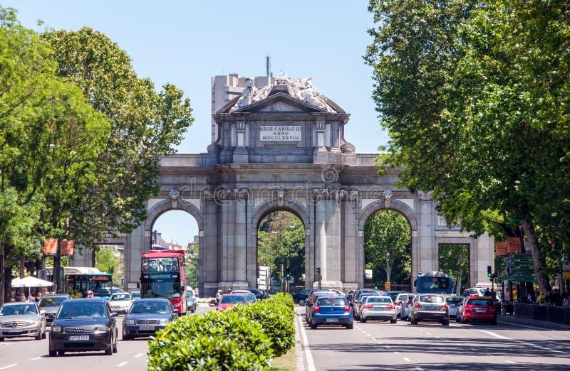 Πύλη Alcala - μνημείο στο τετράγωνο ανεξαρτησίας στη Μαδρίτη, Ισπανία στοκ εικόνες με δικαίωμα ελεύθερης χρήσης