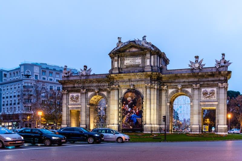Πύλη Alcala στο χρόνο Χριστουγέννων στη Μαδρίτη στοκ φωτογραφία