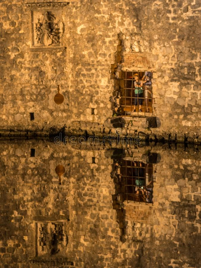 Πύλη GuduriÄ ‡ - μέσα στους τοίχους στοκ εικόνα