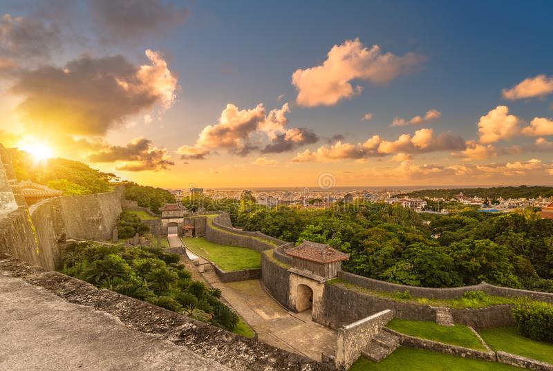 Πύλη Kyukeimon Shuri Castle στη γειτονιά Shuri της Νάχα, η πρωτεύουσα της Νομαρχίας της Οκινάουα, Ιαπωνία στοκ εικόνες