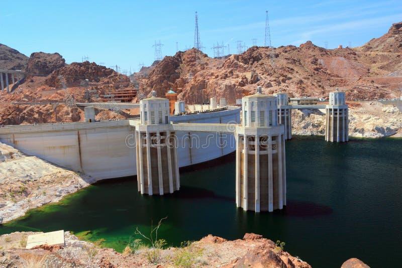 Πύργοι εισαγωγής νερού του φράγματος Hoover από την πλευρά της Αριζόνα των συνόρων στοκ φωτογραφία με δικαίωμα ελεύθερης χρήσης