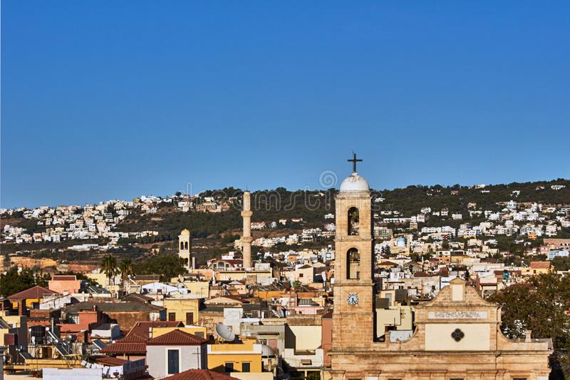Πύργοι και μιναρές εκκλησιών σε Chania στοκ εικόνες