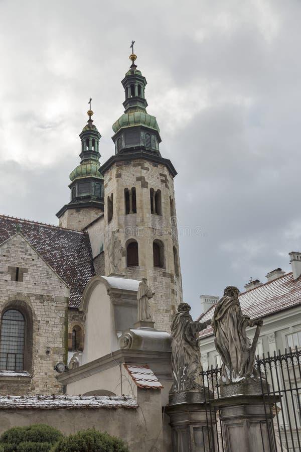 Πύργοι κουδουνιών εκκλησιών του ST Andrew στην Κρακοβία, Πολωνία στοκ εικόνες