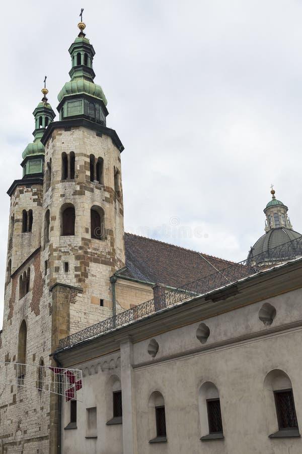Πύργοι κουδουνιών εκκλησιών του ST Andrew στην Κρακοβία, Πολωνία στοκ εικόνα