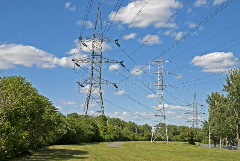 Πύργοι μετάδοσης ισχύος στοκ φωτογραφίες