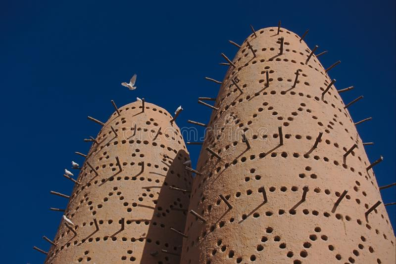 Πύργοι περιστεριών, στο πολιτιστικό χωριό Katara, Doha Κατάρ στοκ φωτογραφία
