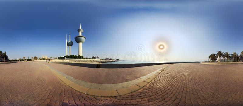 Πύργοι του ήλιου αύξησης στοκ φωτογραφίες