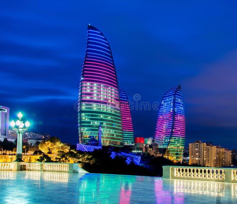 Πύργοι φλογών στις 9 Μαρτίου στο Αζερμπαϊτζάν, Μπακού στοκ εικόνες