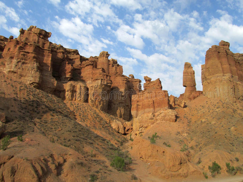 Πύργοι Charyn φαραγγιών (Sharyn) στην κοιλάδα των κάστρων στοκ εικόνα με δικαίωμα ελεύθερης χρήσης