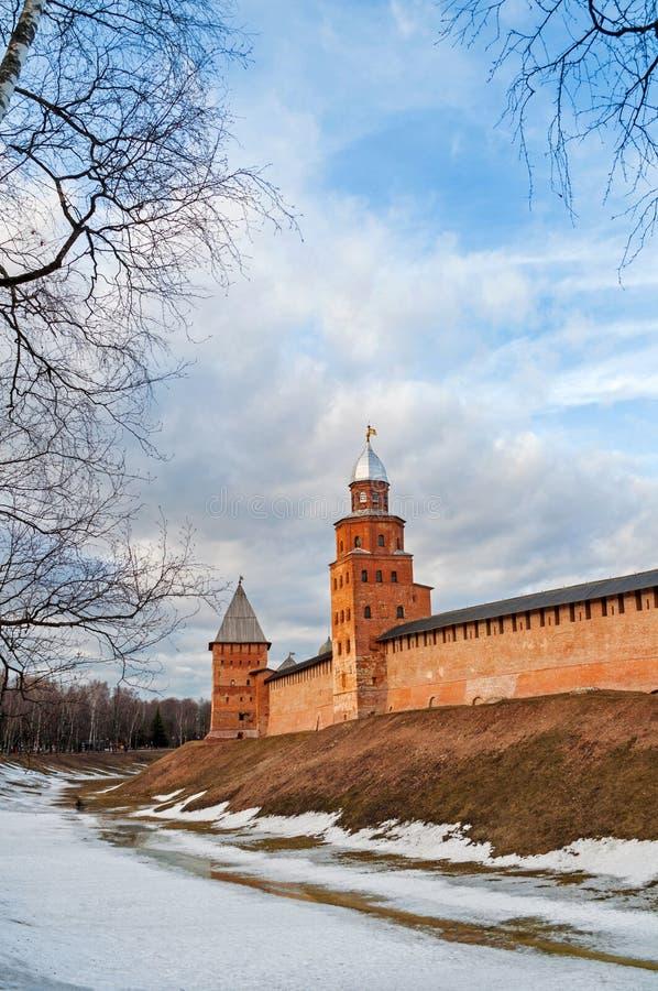 Πύργοι Novgorod Κρεμλίνο Veliky σε Veliky Novgorod, Ρωσία, πανοραμική χειμερινή άποψ στοκ φωτογραφία με δικαίωμα ελεύθερης χρήσης