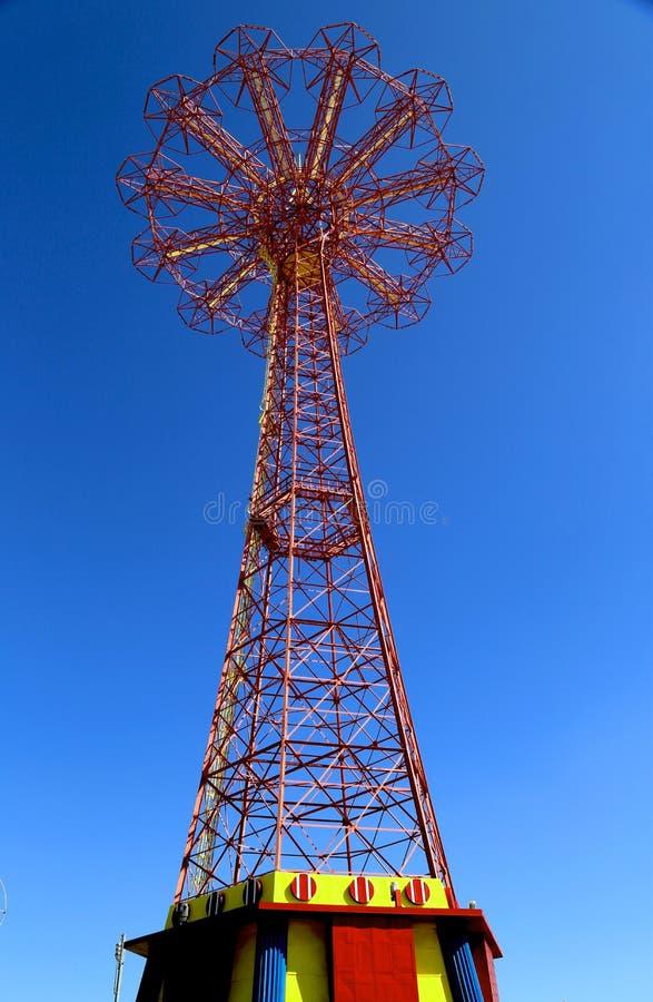 Πύργος άλματος αλεξίπτωτων - διάσημο ορόσημο Coney Island στο Μπρούκλιν στοκ εικόνα με δικαίωμα ελεύθερης χρήσης