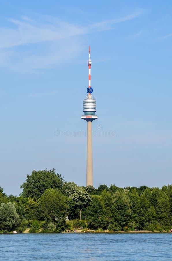 Πύργος Δούναβη στον ποταμό στη Βιέννη στοκ φωτογραφία με δικαίωμα ελεύθερης χρήσης