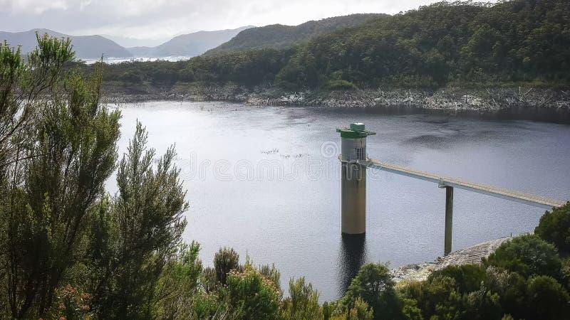 Πύργος εισαγωγής νερού στο strathgordon στην Τασμανία στοκ εικόνες