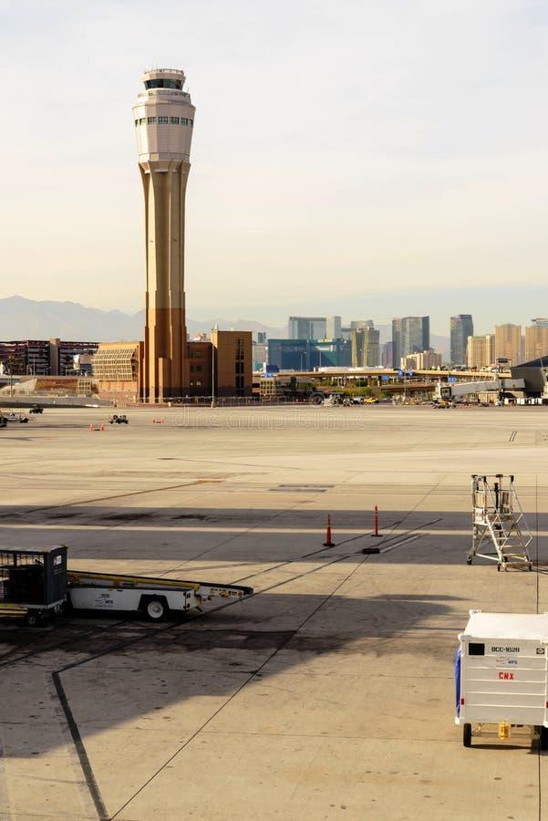 Πύργος ελέγχου στο διεθνή αερολιμένα McCarran στοκ φωτογραφία με δικαίωμα ελεύθερης χρήσης