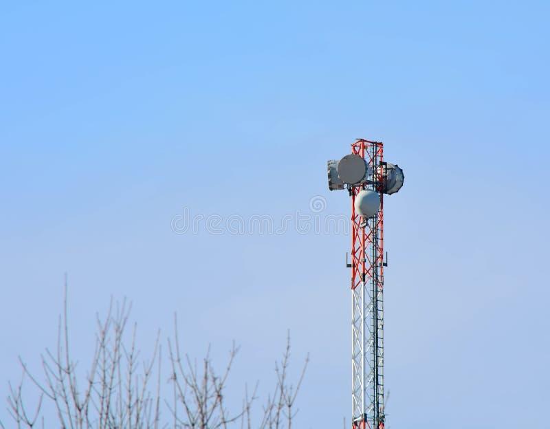 Πύργος επαναληπτών κεραιών στοκ φωτογραφία με δικαίωμα ελεύθερης χρήσης