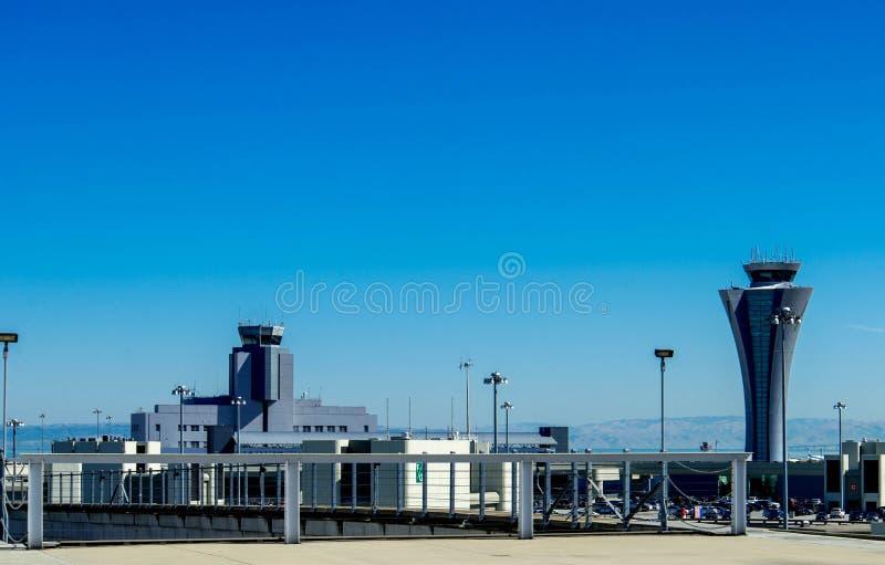 Πύργος ελέγχου στον αερολιμένα της SFO στοκ φωτογραφίες με δικαίωμα ελεύθερης χρήσης