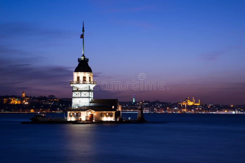 Πύργος Ιστανμπούλ κοριτσιών στοκ εικόνες