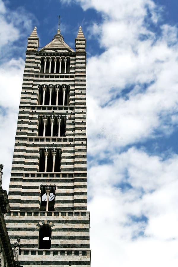 πύργος καθεδρικών ναών s Σιέ& στοκ φωτογραφία με δικαίωμα ελεύθερης χρήσης