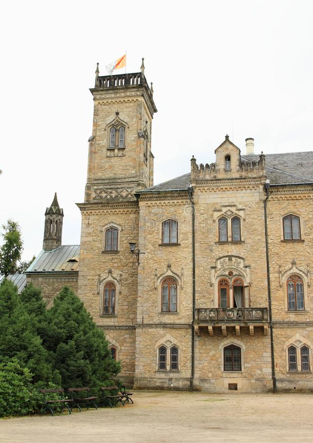 Πύργος και μπαλκόνι στο Castle Sychrov στοκ φωτογραφίες
