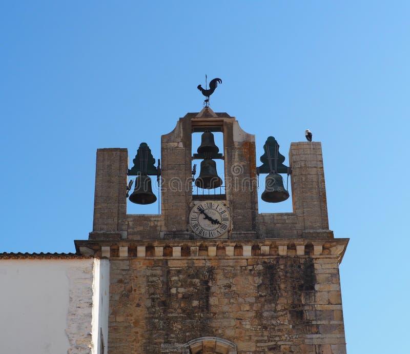 Πύργος κουδουνιών με τα κουδούνια σε Faro Πορτογαλία στοκ εικόνα με δικαίωμα ελεύθερης χρήσης