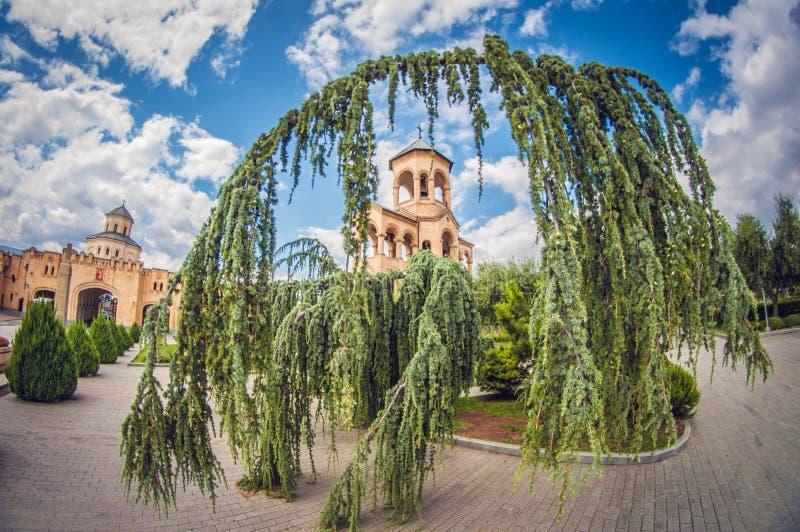 Πύργος κουδουνιών σε Sameba Catherdral, επίσης γνωστό ως ιερός καθεδρικός ναός τριάδας στο Tbilisi, Γεωργία, Ανατολική Ευρώπη στοκ εικόνα