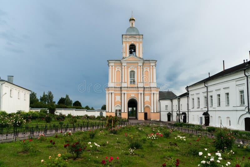 Πύργος κουδουνιών του μοναστηριού Khutyn της μεταμόρφωσης του λυτρωτή και του ST Varlaam Ρωσία, Novgorod Veliky στοκ εικόνες