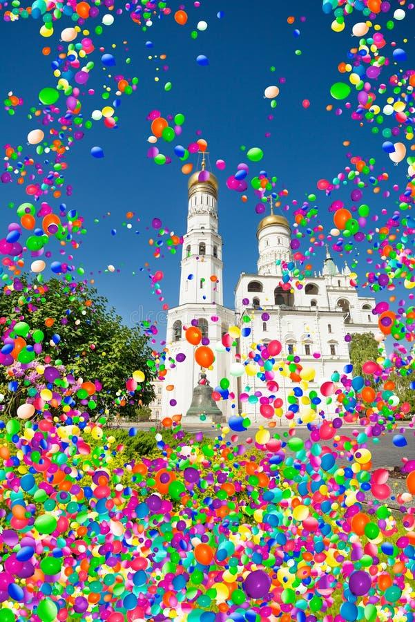 Πύργος κουδουνιών τσάρων στη Μόσχα Κρεμλίνο και τα μπαλόνια αέρα στοκ εικόνες με δικαίωμα ελεύθερης χρήσης
