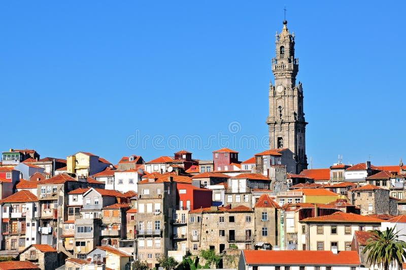 Πύργος κουδουνιών και παλαιά πόλη του Οπόρτο στοκ φωτογραφία με δικαίωμα ελεύθερης χρήσης
