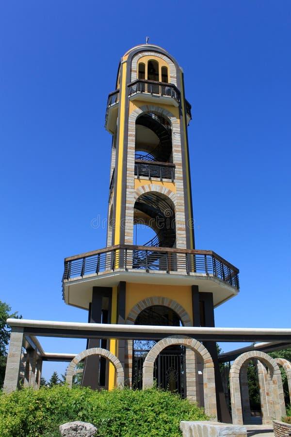 Πύργος κουδουνιών, κοντά στο άγαλμα της Virgin Mary στοκ εικόνες