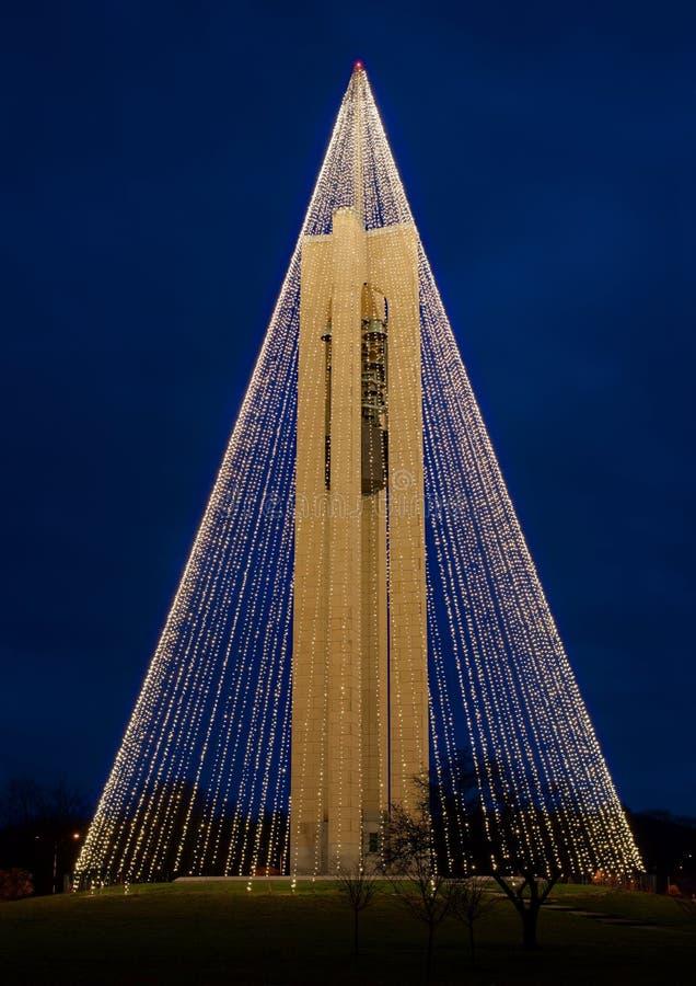Πύργος κουδουνιών κωδωνοστοιχιών με τα φω'τα Χριστουγέννων, πλευρά NW, HDR στοκ φωτογραφία