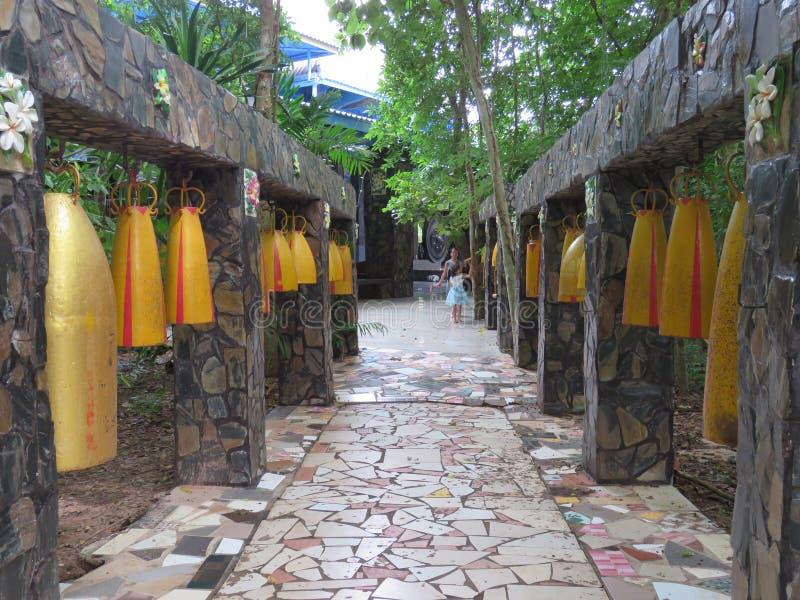 Πύργος & x28 κουδουνιών Wat Luang Phor bananas& x29  - Wat PA Dhamma Utthayan στοκ εικόνα με δικαίωμα ελεύθερης χρήσης