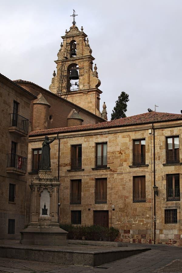 Πύργος μνημείων και κουδουνιών στο υπόβαθρο Παλαιά πόλη Σαλαμάνκα στοκ φωτογραφία