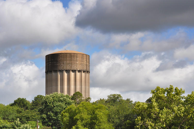 Πύργος νερού μια θυελλώδη ημέρα στοκ εικόνες με δικαίωμα ελεύθερης χρήσης