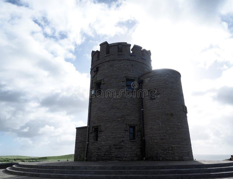 Πύργος Ο ` Brien ` s στους απότομους βράχους Moher Ιρλανδία στοκ εικόνα