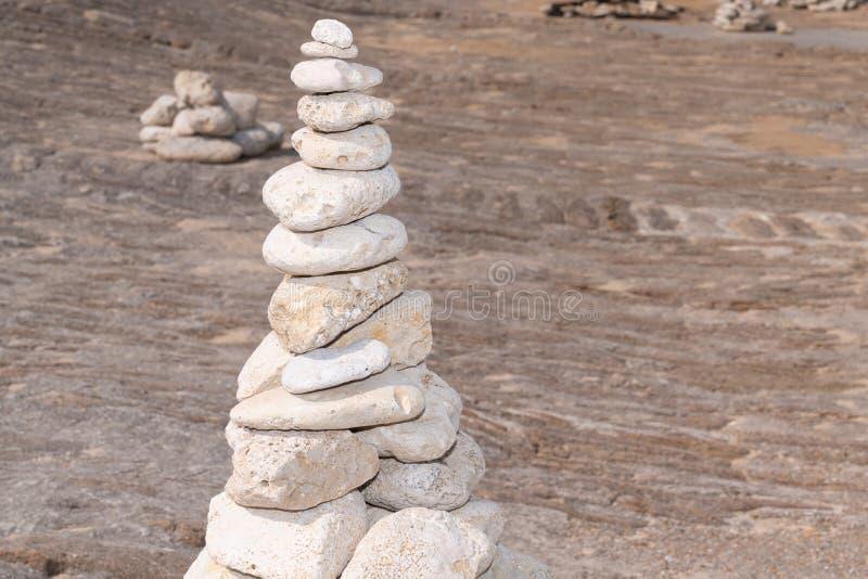 Πύργος πετρών πετρών παραλιών zen στοκ εικόνες