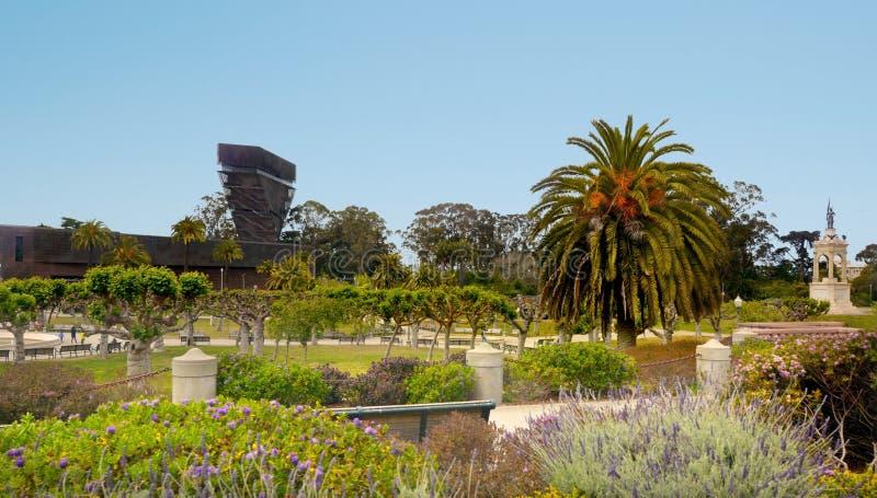 Πύργος προσοχής Hamon του de Young Museum στο χρυσό πάρκο πυλών στοκ φωτογραφία με δικαίωμα ελεύθερης χρήσης