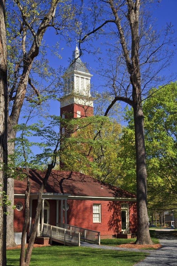 Πύργος ρολογιών στις βασίλισσες University στο Σαρλόττα στοκ φωτογραφίες με δικαίωμα ελεύθερης χρήσης