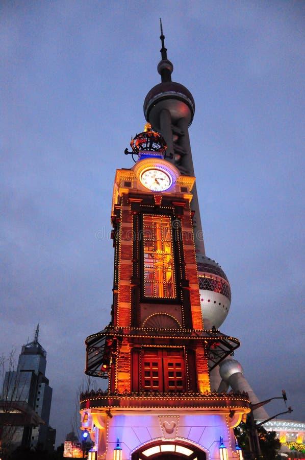 Πύργος ρολογιών της Σαγκάη Disney στο lujiazhui στοκ φωτογραφίες με δικαίωμα ελεύθερης χρήσης