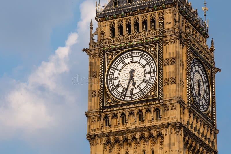 Πύργος ρολογιών Big Ben στην ημέρα στοκ εικόνα με δικαίωμα ελεύθερης χρήσης