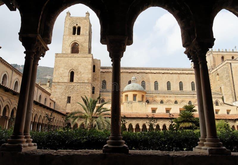 πύργος στηλών μοναστηριών &kappa στοκ εικόνα
