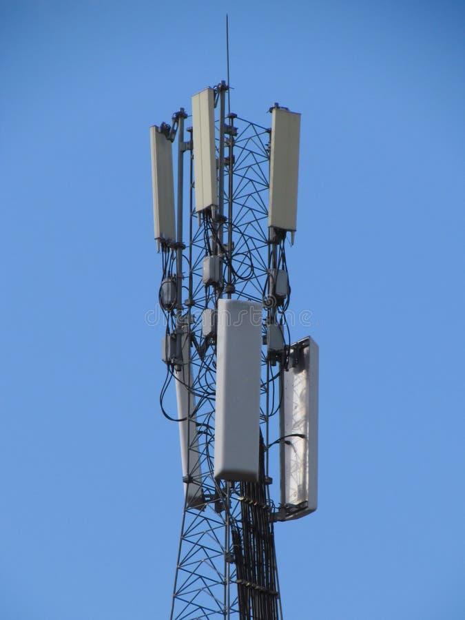 Πύργος τηλεπικοινωνιών. Κινητός τηλεφωνικός σταθμός βάσης. στοκ φωτογραφία