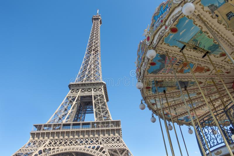 Πύργος του Άιφελ και η ρόδα Ferris στο Παρίσι στοκ φωτογραφία με δικαίωμα ελεύθερης χρήσης