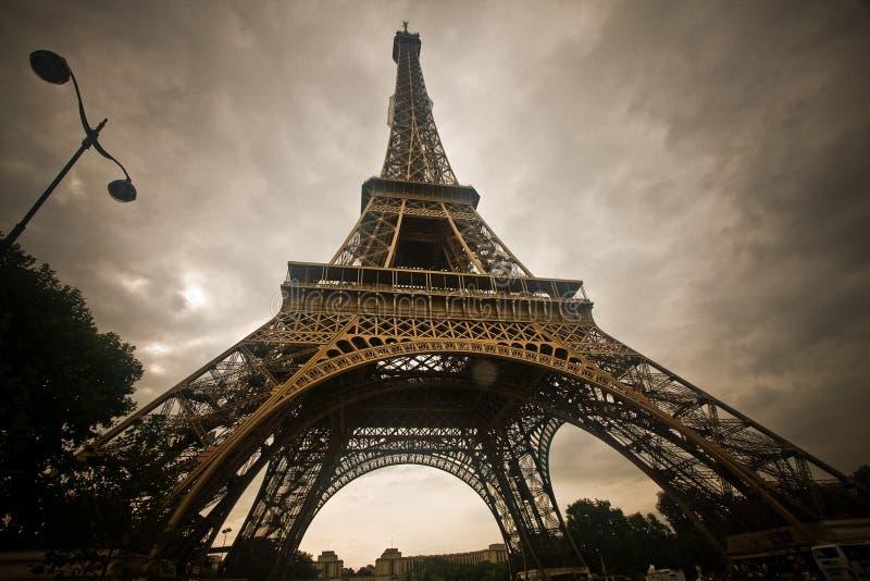 Download πύργος του Άιφελ στοκ εικόνες. εικόνα από κάτωθι, φταμένο - 13181414