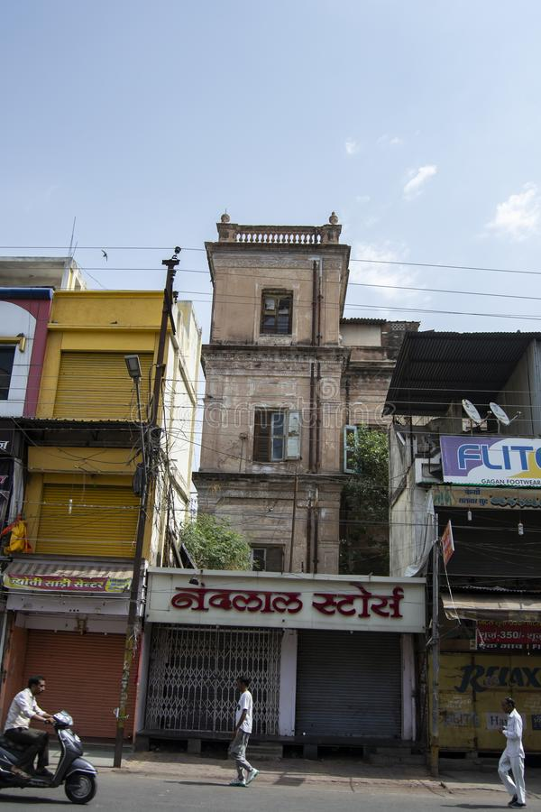 Πύργος του παλατιού Indore Shiv Vilas εποχής Holkar που καλύπτεται με τα καταστήματα στοκ φωτογραφία με δικαίωμα ελεύθερης χρήσης